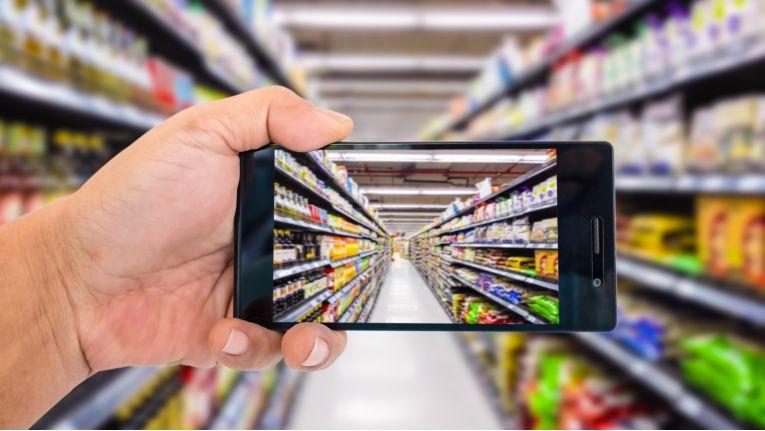 Online- und Offline-Einkaufskanäle werden künftig immer häufiger kombiniert werden.