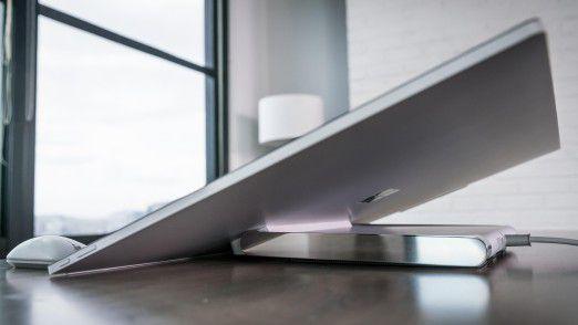 Der Screen des Surface Studio lässt sich bei Bedarf bis zu einem Winkel von circa 20 Grad neigen.