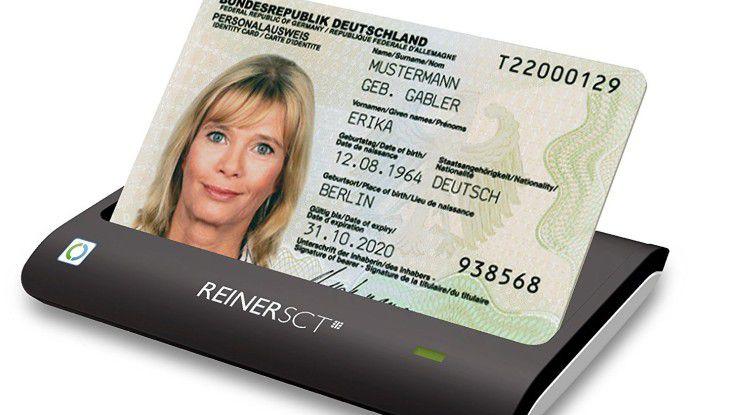 An PC und Mac ist ein Kartenlesegerät Voraussetzung, zum Beispiel aus der Produktreihe REINER SCT cyberJack. Käufer sollten auf das Symbol des nPA und die BSI-Zertifizierung achten.