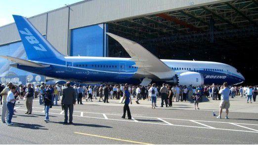 Ein Boeing 787 Dreamliner während einer Presseveranstaltung.