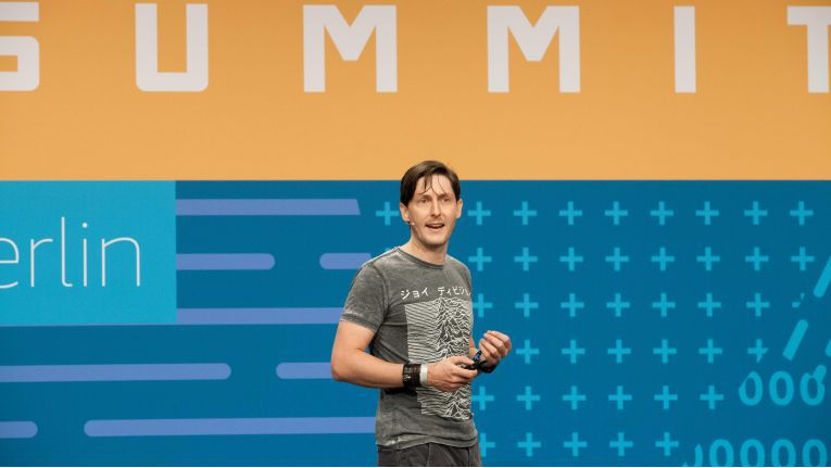 Glenn Gore, Chief Architect von AWS, kündigte auf dem Summit in Berlin eine dritte Availability Zone (AZ) für Deutschland an.