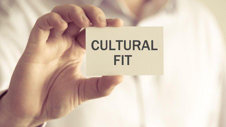 Arbeitgeber legen zwar viel Wert auf die kulturelle Eignung von Bewerbern, nutzen aber noch kaum Testverfahren.