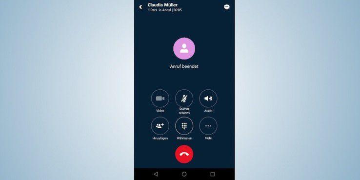 Um vom Videoanruf auf einen normalen Telefonanruf umzuschalten, gibt es bei fast allen getesteten Apps die Option, Kamera und/oder Mikrofon auszuschalten.