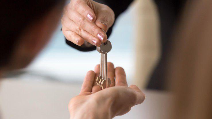 Schlüsselübergabe: IT-Sicherheit auslagern - ja oder nein?