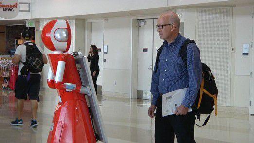 Die Dienstreise wird smarter: Ein Service-Roboter im Einsatz am San Jose International Airport.