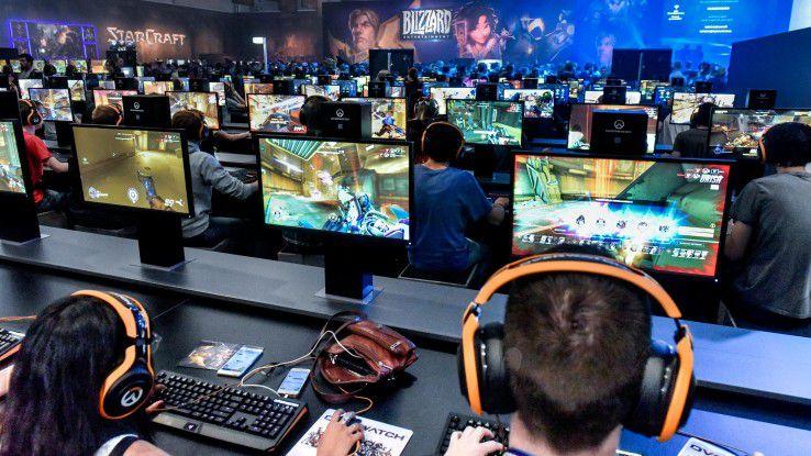 Auf der Gamescom 2017 gibt es nicht nur jede Menge Games, sondern auch neue Karrierechancen für Gamer.