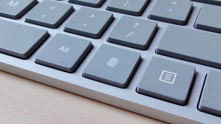 Der Fingerabdruckscanner des Microsoft Modern Keyboard versteckt sich in einer ganz normalen Taste.