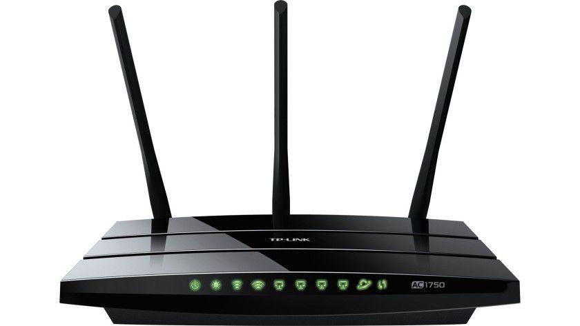 """Heimnetz mit """"ac""""-WLAN aufrüsten: Bereits für unter 100 Euro erhalten Sie einen Router mit schnellem WLAN-ac-Standard, den Sie als Access Point konfigurieren und an Ihren """"Zwangsrouter"""" anschließen können."""