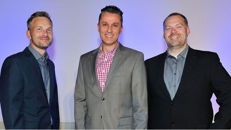 André Vogtschmidt, Geschäftsführer bei Emendo, Denis Krüger, Senior Manager Sales B2B, Ingram Micro und Michael Schröder, Einkaufsleiter bei Emendo, freuen sich auf die Zusammenarbeit.