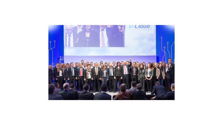 Das Cloud-Kompetenz-Team auf der Bühne mit Barbara Koch, Managing Director TD Azlan Deutschland und Österreich und Gastgeber Michael Dressen.