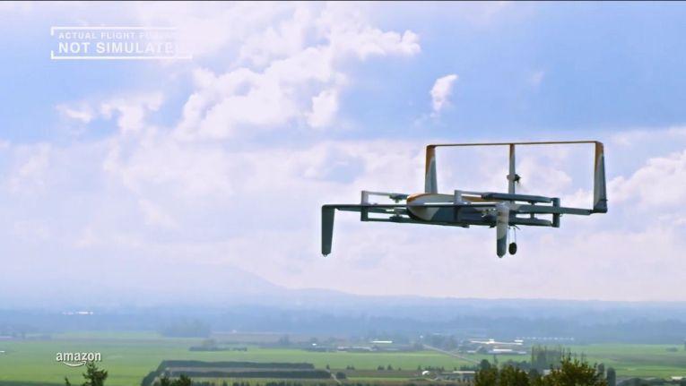 """Die neue """"Amazon Prime Air""""-Drohne in der Luft. Stand: Herbst 2015"""
