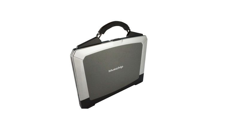 Bluechip Travelline B15W35: Robustes Notebook mit Koffergriff.