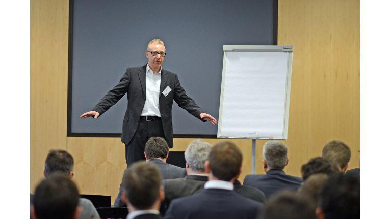 """Olaf Kaiser, KeyNote Speaker und Partner der Unternehmensberatung UBEGA, wird bei """"Channel meets Cloud"""" mit den Teilnehmern interaktiv ein reales Angebot gestalten und den Verkaufspreis kalkulieren. Die Teilnehmer geben während der Veranstaltung die Kundensituation vor."""