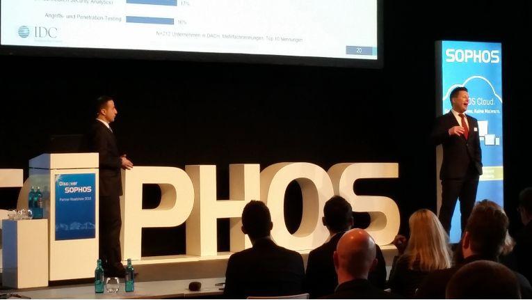 Helmut Nohr, Sophos Channel Sales Director, begrüßte die Partner auf der Roadshow.