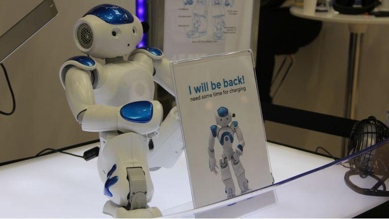 Dieser Roboter muss noch ab und zu an die Steckdose.