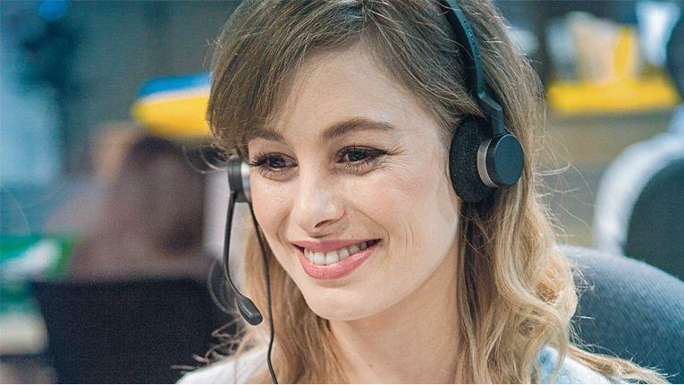 Jabra schenkt allen Teilnehmern beider Webinare ein BIZ 2300 DUO-Headset im Rahmen eines persönlichen Verkaufs-Kits.