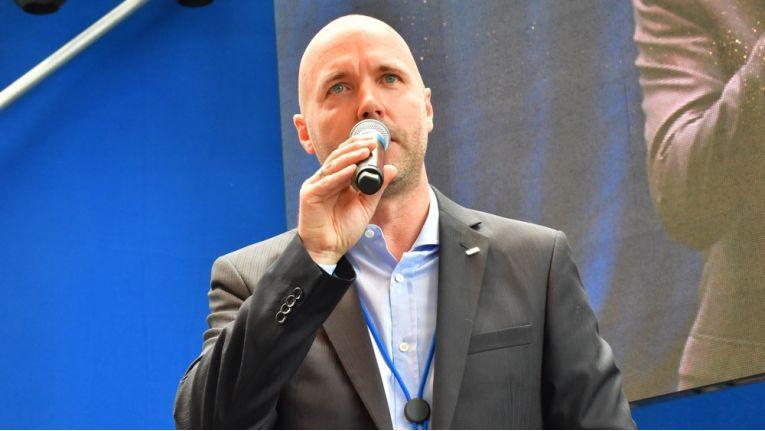 Aetka-Chef Uwe Bauer gab den Partnern beim Geschäftsführertreffen die Erfolgsstrategie für ein herausforderndes Jahr vor