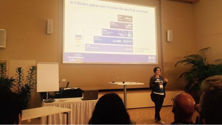 Carolin Heß, Team Manager eCom bei der TK-Kooperation, stellte das fünfstufige Online-Konzept bei der Aetka-Geschäftsführertagung vor.