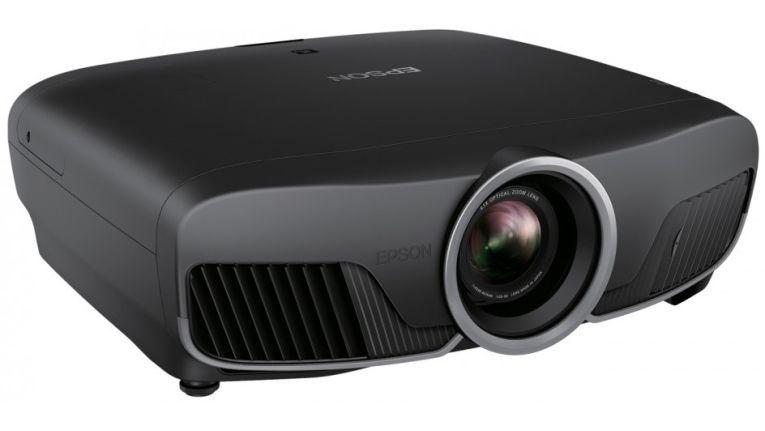 Der Projektor EH-TW9300 von Epson bring 4K-Inhalte ins Heimkino.
