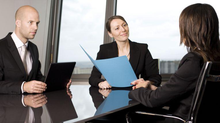 Wenn Unternehmen neue Mitarbeiter einstellen, stellen sie zuweilen nach einiger Zeit fest: Der Neue ist doch nicht der Top-Kandidat.