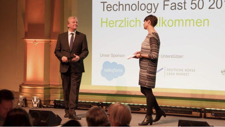 Moderiert wurde der Abend von der Handelsblatt-Journalistin Miriam Schröder und Dr. Andreas Gentner von Deloitte.
