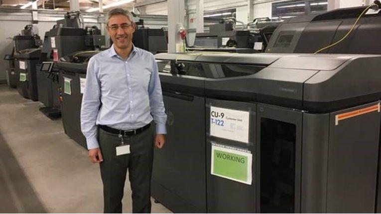 Ramon Pastor, General Manager des HP 3D Geschäfts, präsentiert den HP-3D-Drucker Jet Fusion 3D 4200.