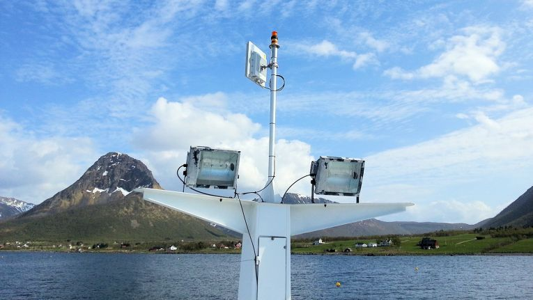 Die Repeatit Trinity 300 ist ein Hochleistungs-Outdoor-PtP und PtF-Bridge, die externe Antennen unterstützt. Hier eine Installation am Polarkreis bei Nordlaks, einem norwegischen Konzern der Fischindustrie.