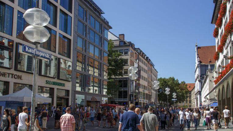 Händler in Innenstädten, wie hier in München, müssen sich zukünftig neu erfinden.