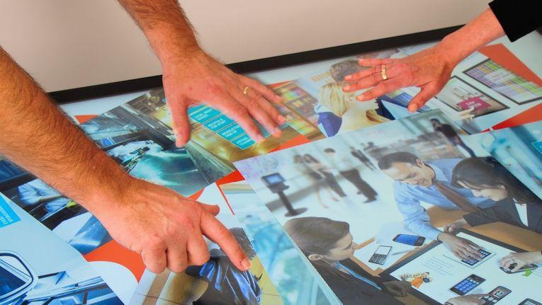 Die Multi-Touch-Displays von 3M können mehrere Berührungspunkte gleichzeitig erfassen und sind in verschiedenen Größen von 32 Zoll bis 65 Zoll Bildschirmdiagonale erhältlich.