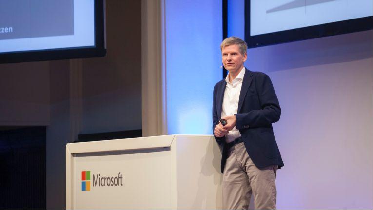 Synaxon-Chef Frank Roebers Anfang 2017 beim Unternehmertag von Microsoft und einsnulleins in Hamburg