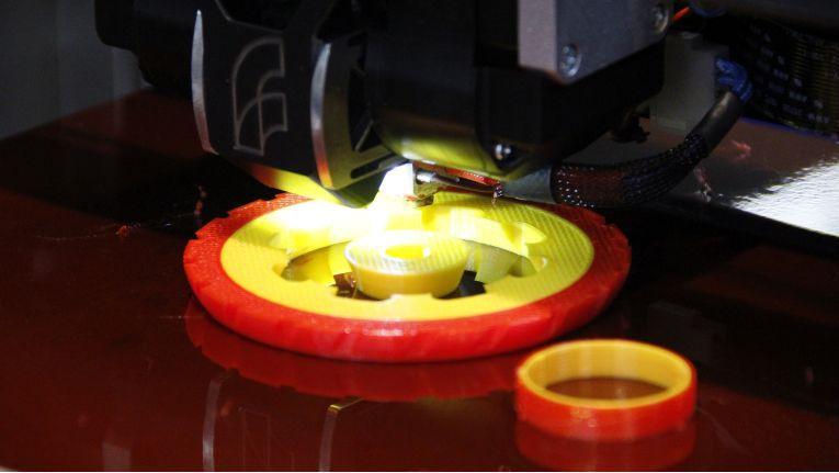 Während der Umsatzanteil des Channels bei kleineren 3D-Druckern steigt, geht er bei professionellen Geräten jenseits der 10.000-Dollar-Grenze zurück.