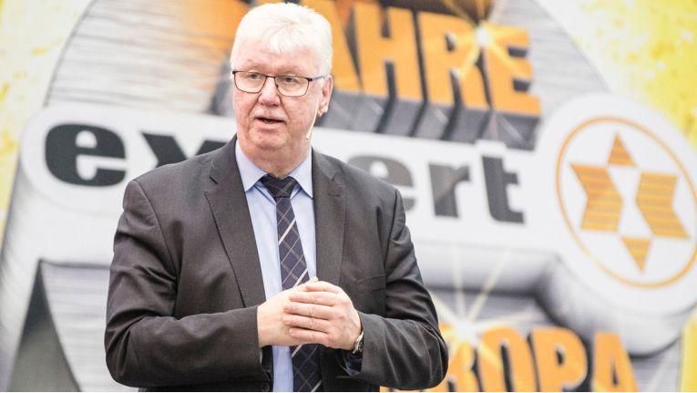 Der scheidende Expert-Chef Volker Müller übergibt ein gut bestelltes Haus.
