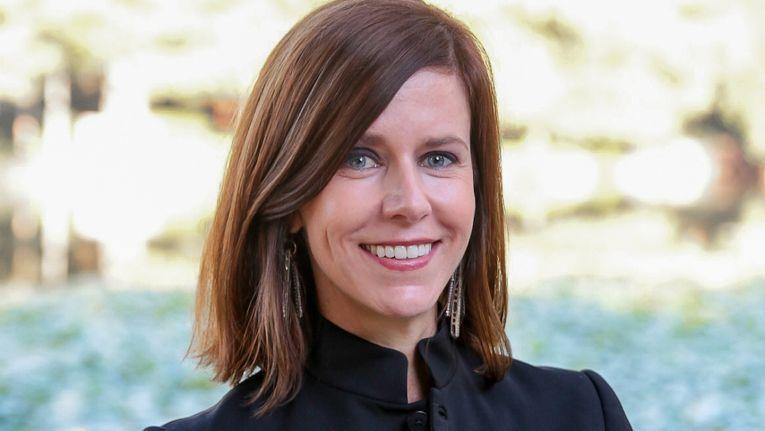 """Dee Dee Acquista, Vice President of Worldwide Channels bei SentinelOne, mag es, wenn ihre Mannschaft zur Erreichung der gemeinsamen Ziele die """"Ärmel hochkrempelt""""."""