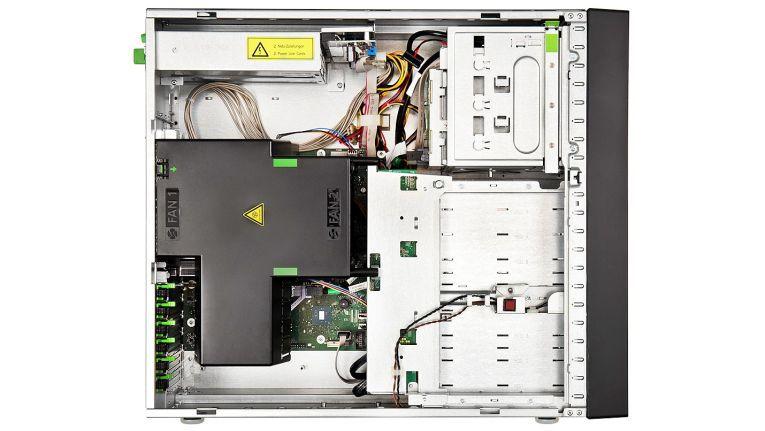 Als vielfältig aufrüstbarer, robuster Tower-Server mit zahlreichen, sicheren Möglichkeiten zur Erweiterung, preist Fujitsu den Primergy TX1330 M3 an. Er kann bis zu 24 2,5-Zoll-Laufwerke mit Hot-Plug-Technik aufnehmen bei einer Option für 3.5-Zoll-Laufwerke.