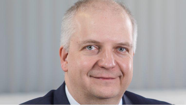 S&T-Vorstand Michael Jeske holt sich mit den Linux-Experten von Linforge die nötige Open-Source-Kompetenz ins Unternehmen.