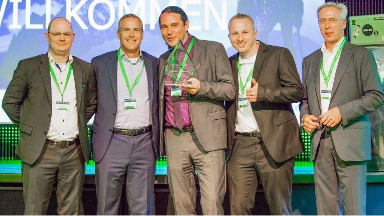 """Netgo erhielt von Veeam den """"SMB Partner Award"""" - das Siegerfoto: Michael Gerich, Director Channels bei Veeam Software; Peter McKay, Co-CEO bei Veeam Software; Patrick Kruse, Geschäftsführer bei Netgo; Oliver Pifferi, Veeam-Spezialist bei Netgo und Gerald Hofmann, Europachef bei Veeam Software. (v.l.n.r.)"""