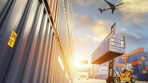 Schmuggler transportieren ganze Containerladungen gefälschter Waren.