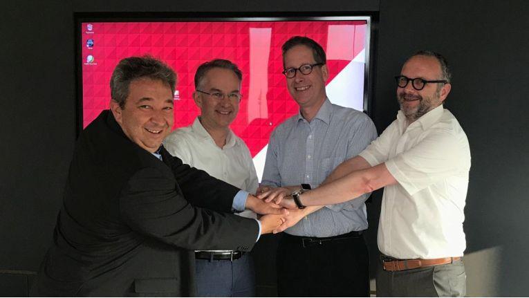 Rudi Hotter und Klaus Weinmann (Cancom) mit Michael Benden und Stefan Fritz (Synaix).