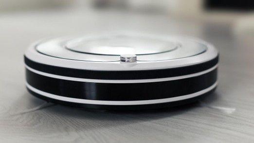 Saugroboter übernehmen das Staubsaugen und Wischen. Die Sprachsteuerung erspart manchem sogar das Bücken zum Knopfdruck.
