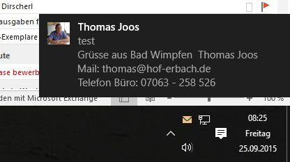Outlook 2016 zeigt bei neuen Nachrichten einen Briefumschlag ein, so wie die Vorgängerversionen. Außerdem bindet sich Outlook 2016 in das Info-Center von Windows 10 ein und zeigt Nachrichten an.