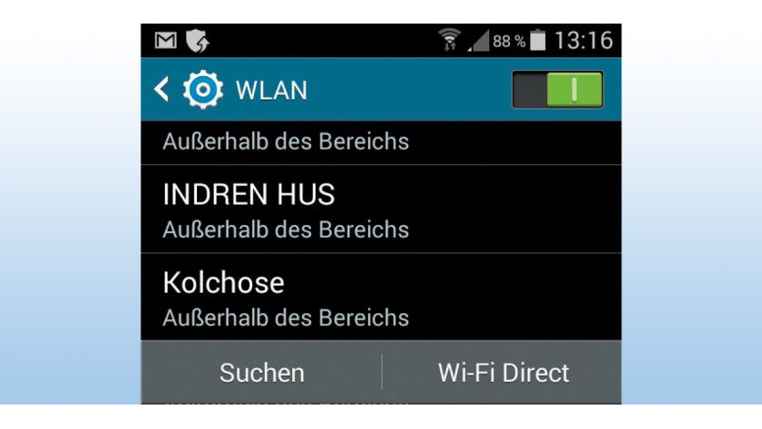 Android merkt sich jede WLAN-Verbindung, die mal zustande gekommen ist. Das Problem dabei: Es sendet diese Liste laufend aus, was schlecht für Ihren Datenschutz und die Datensicherheit ist.