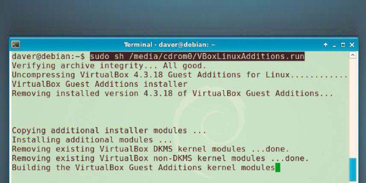 Gastfreundliche Virtualbox: Dieser Befehl installiert die Gasterweiterungen in Debian 7, wofür zunächst die manuelle Installation von Kernel-Headern nötig ist. Ubuntu bringt diese Header bereits mit.