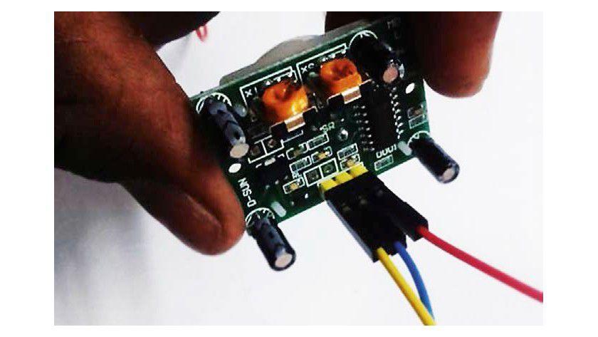 So schließen Sie den Infrarot-Sensor an