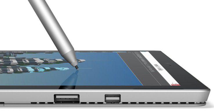 Viele Windows-Fans träumen immer noch vom Surface Phone. Dieses Bild zeigt allerdings nur ein Surface Pro 4 in der Seitenansicht.