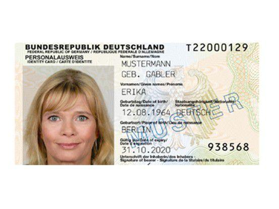 Die Bundesbürger nehmen die Digitalfunktionen des 2010 eingeführten Personalausweises im Chipkartenformat nur sehr zögerlich an.