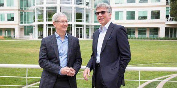 Apple-Chef Tim Cook (links) und SAPs Bill McDermott verfolgen gemeinsame Ziele: SAP will mit seiner Business-Software mobile Endegräte erobern und Apple will Geschäftskunden erreichen.