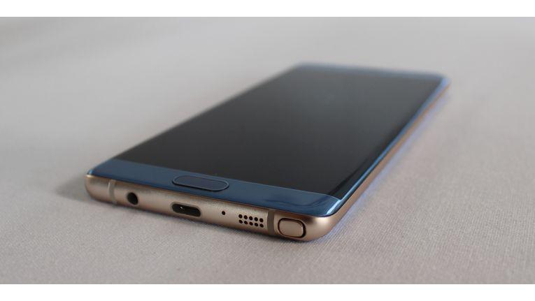 Ähnlich wie das Galaxy S7 Edge soll das iPhone 8 ein Display bekommen, das an zwei Seiten gebogen ist.