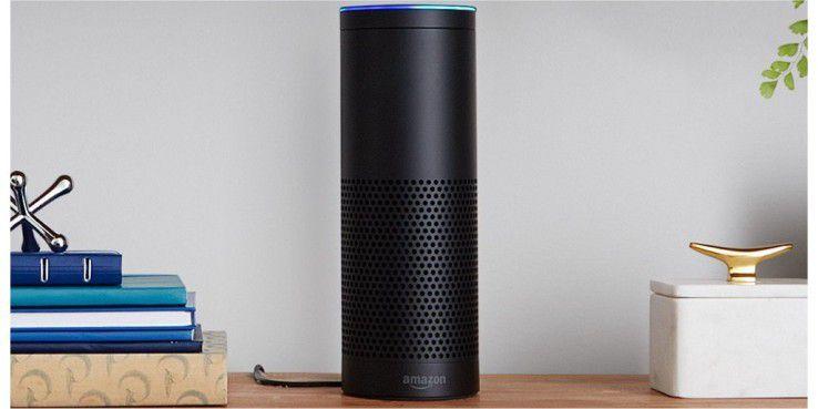 Das ist er also: Echo, der smarte Lautsprecher oder elektronische Butler von Amazon fürs Wohnzimmer. Mit knapp 180 Euro ist das Gerät nicht ganz billig.