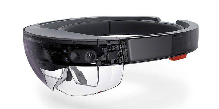 Microsoft Hololens ist eine MR-Brille, die ohne PC arbeitet. Dadurch kann sich der Anwender frei in seinem Umfeld bewegen und mit den digitalen Inhalten interagieren.