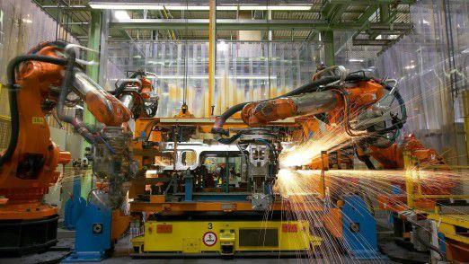 Roboter im Einsatz in der Automobilindustrie.